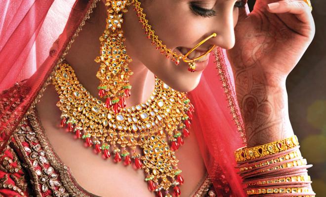 Bride model wearing heavy jewellery.